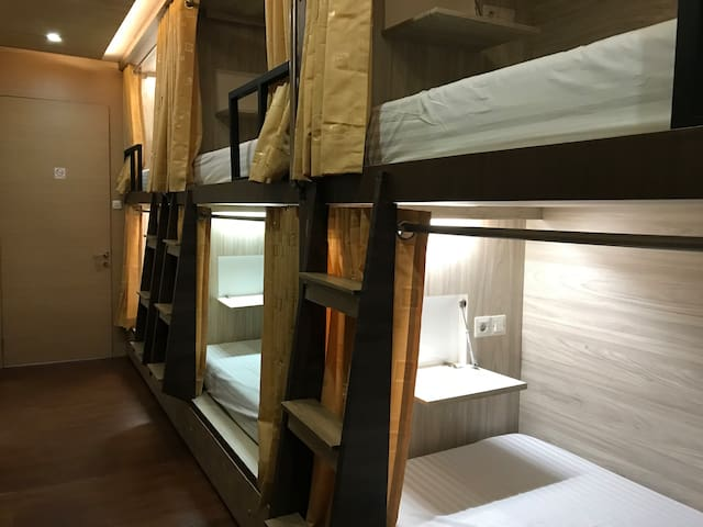 1 Bed in Mixed Dormitory in The Colour Hostel