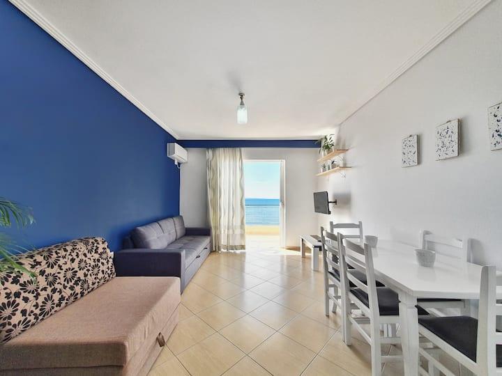 Aquamarine, bright apartment w/ Sea view.