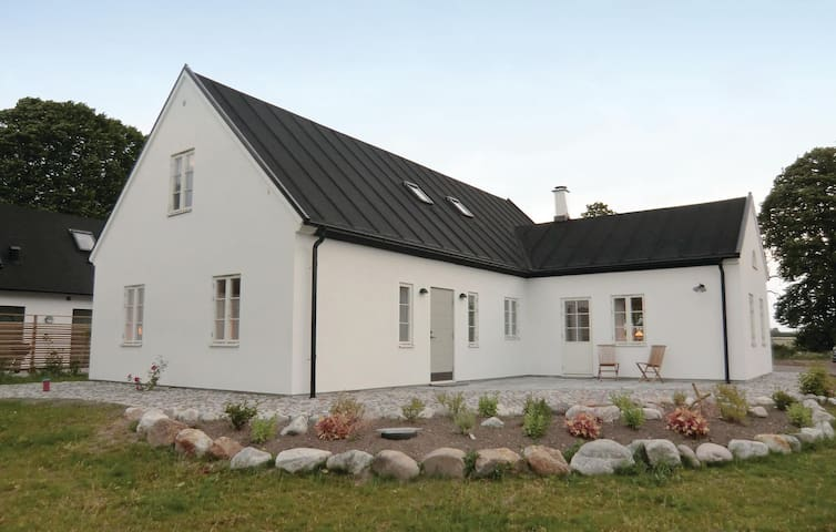 Holiday cottage with 4 bedrooms on 170m² in Kivik