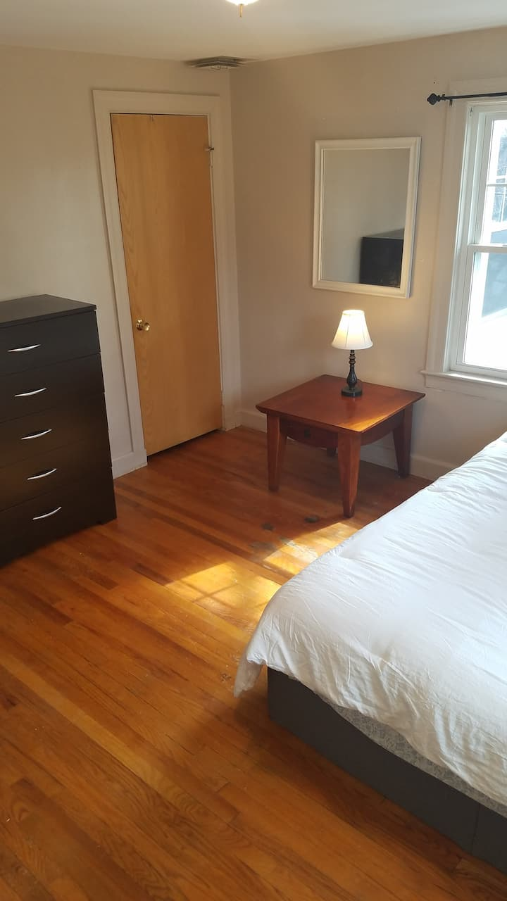 WALTHAM-Beautiful room near shops and restaurants
