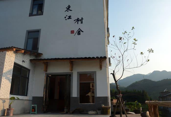 东江湖景区内标准双床房  1