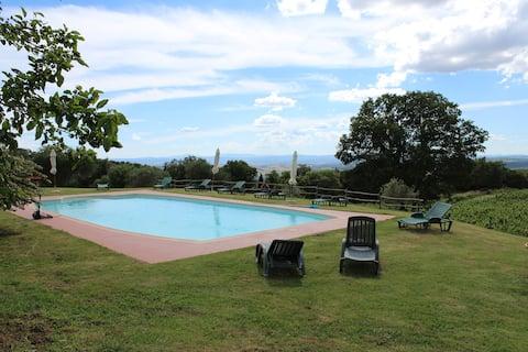 Appartamento Merlot in borgo con piscina condivisa