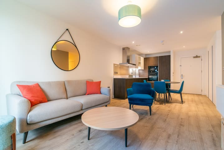 Spacious new built 2bedroom flat with free parking