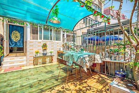 近火车站栈桥海水浴场海底世界套二花园房 - Qingdao - Apartment
