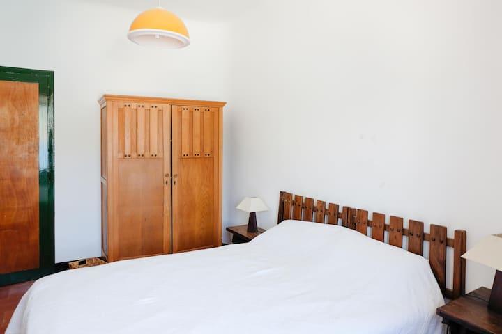 Second bedroom with queensize bed