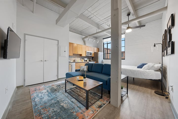 Brooklyn Style Studio Loft in the HEART of Superior Arts District #206