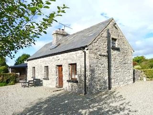 Idyllic old stone country cottage - Westport - Casa