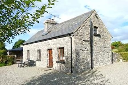 Idyllic old stone country cottage - Westport