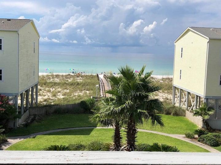 Beautiful Gulf View Condo w/ Pool, Sleeps 4 Beautiful Decor!