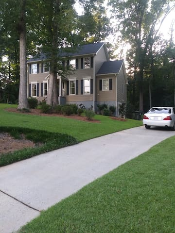 Nice and quiet home in N.Macon.