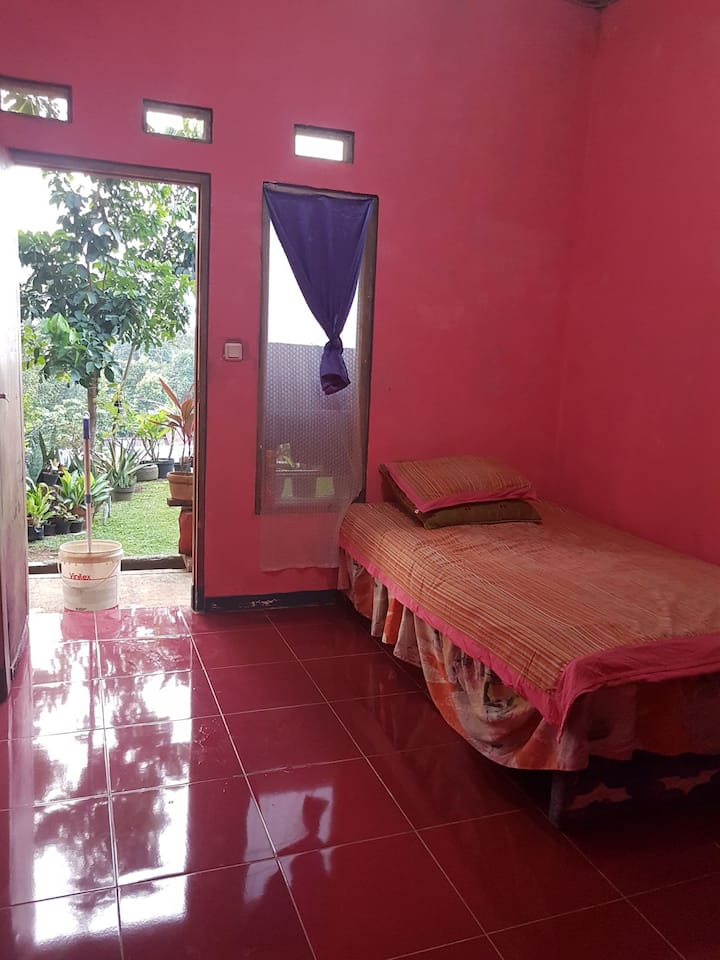 Gunung geulis guest house with friendly budget