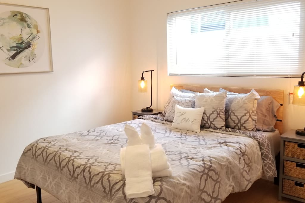 2nd bedroom with queen sized bedroom