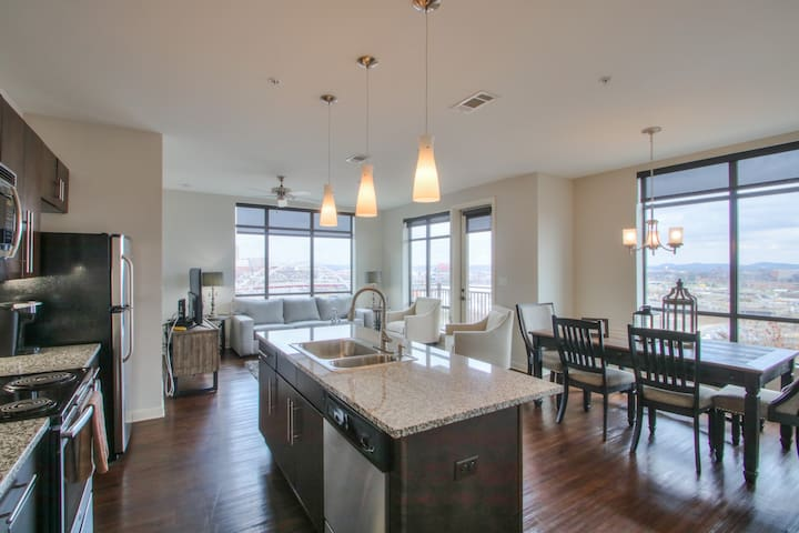 Luxurious Downtown Corner 2bd2bth-City/River-#320