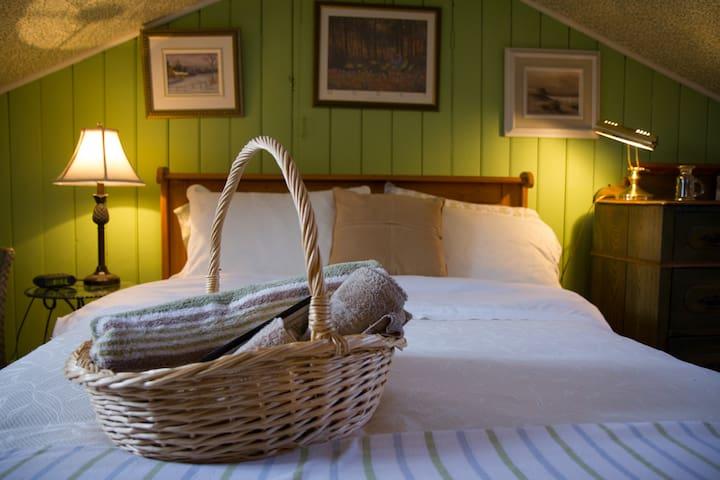 Chambre à 2 lits sur 2 niveaux + petit déjeuner