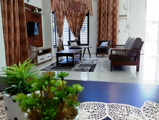 Banglo Setingkat Fully aircond-Near to city center