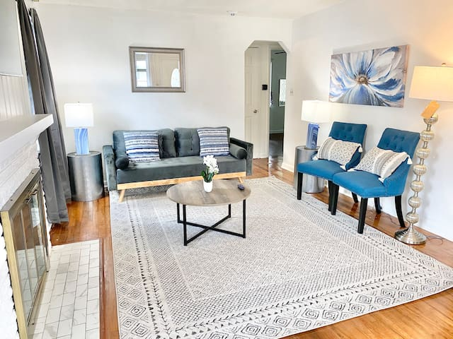Chic 3BR Home   Close to UD and Downtown