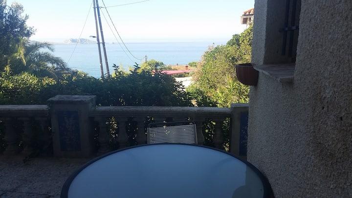 Appartement avec terrasse vue mer et au calme