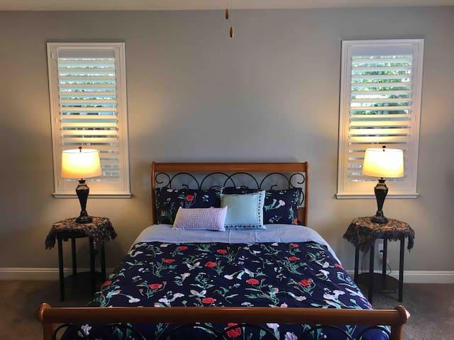 New, Private Entry Master Suite b/w Yosemite & SF