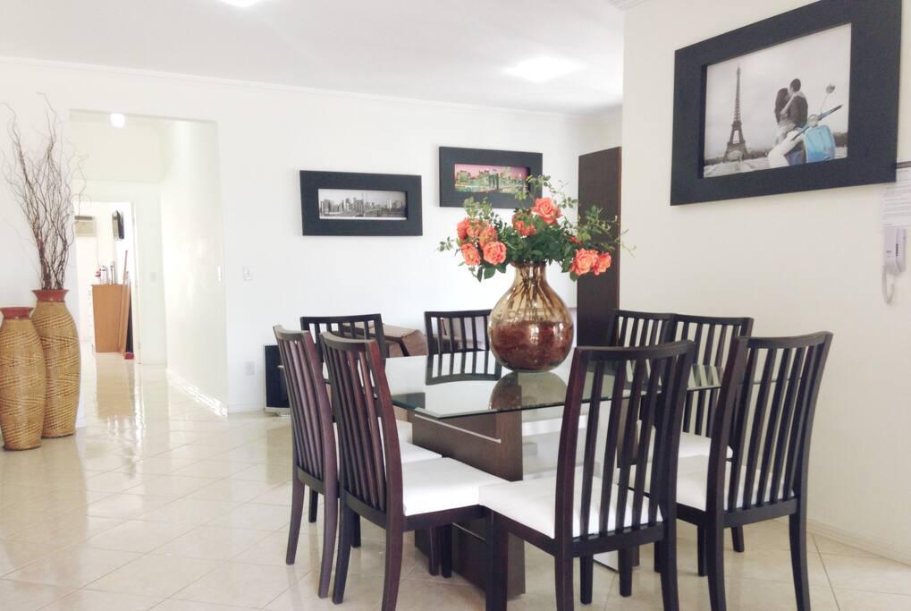 Sala de jantar em ambiente integrado