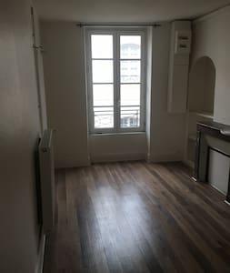 Appart 75m² centre ville rue Saint étienne - Nevers