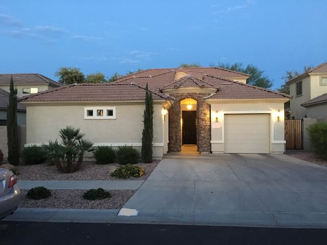Lovely Home & Neighborhood minutes from everything - Phoenix - House