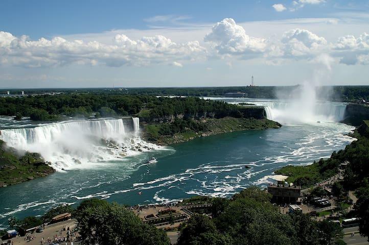 canada-club-falls-mint-niagra-strip