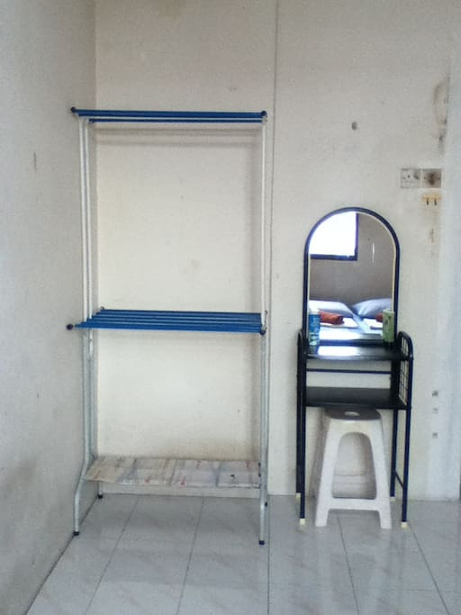 Cloth rack and dressing table.