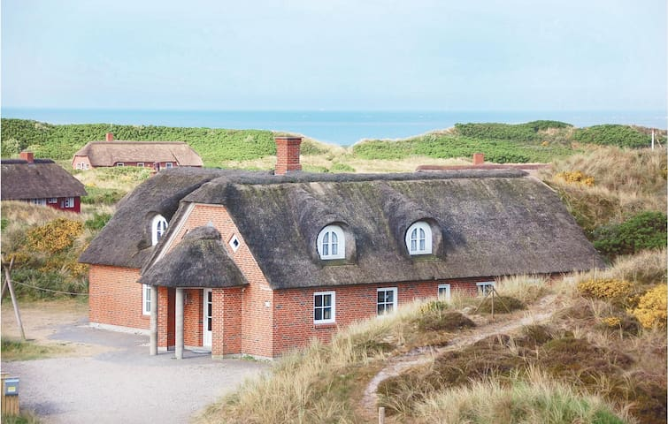 Holiday cottage with 6 bedrooms on 228 m² in Blåvand