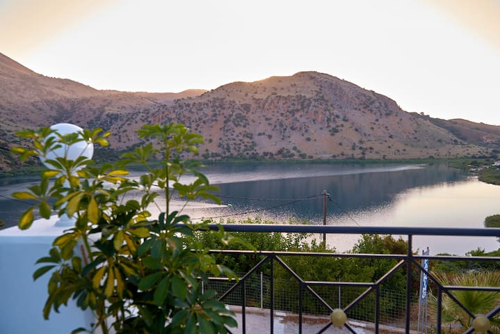 Stunning Lake Kournas Retreat★ 2 New Private Pool!