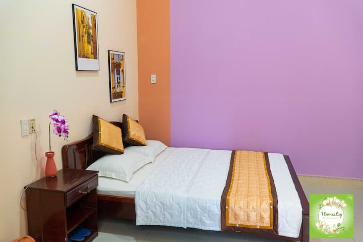 1 Queen Bed-Cozy and Comfortable Room*Orchid Home