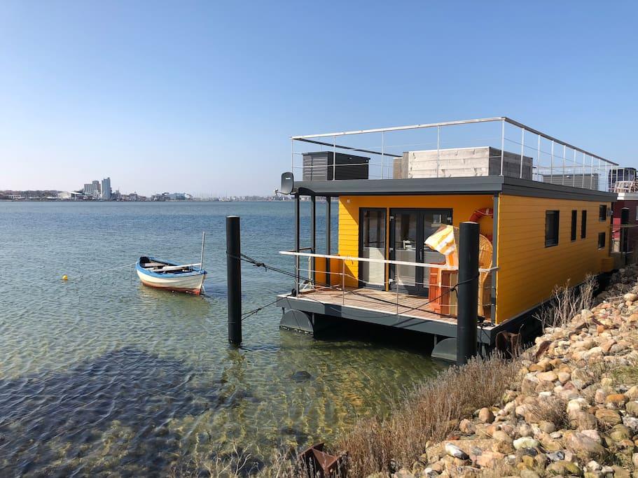 strand hausboot swantje auf der ostsee hausboote zur. Black Bedroom Furniture Sets. Home Design Ideas