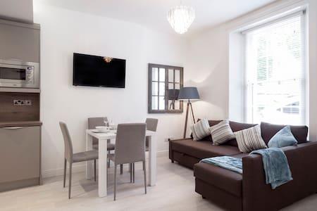 Stylish Apt in Old Coach House -Dublin City!!!! - Ballsbridge - Apartamento