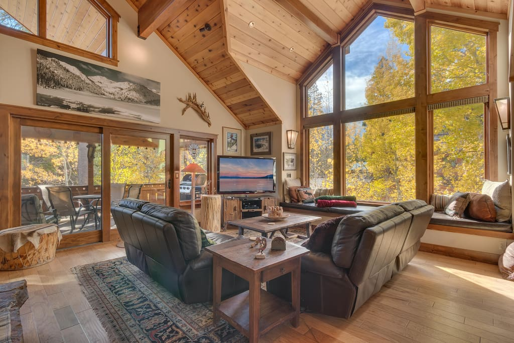 Large comfortable living room overlooking the mountain