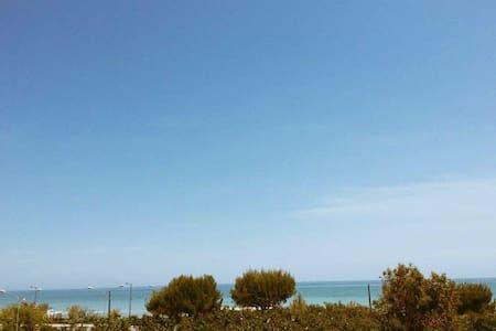 Appartamento a 30 mt dalla spiaggia fronte mare. - Villa Rosa