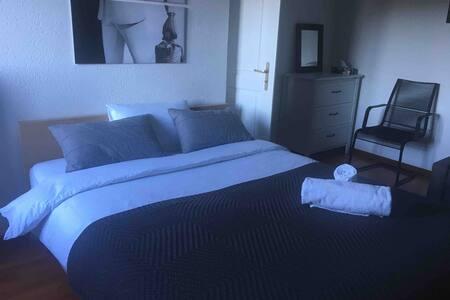 Chambre dans villa avec piscine - 15min Lausanne