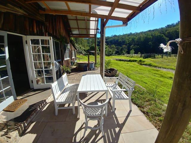 Malya Farm – Hand crafted Bush Cottage