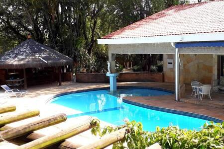 Chácara MARAVILHOSA com piscina e churrasqueira
