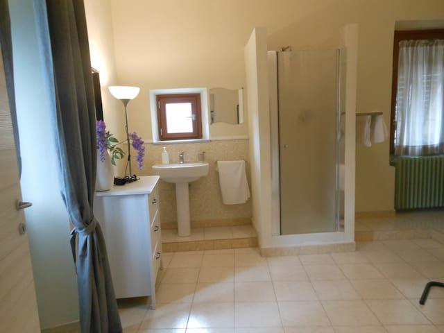 bagno con 3 finestre