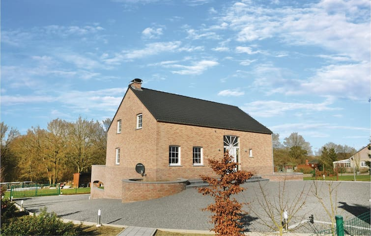 Holiday cottage with 5 bedrooms on 150m² in Somme Leuze