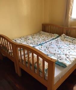 Room B in Baguio downtown - Baguio - Bed & Breakfast