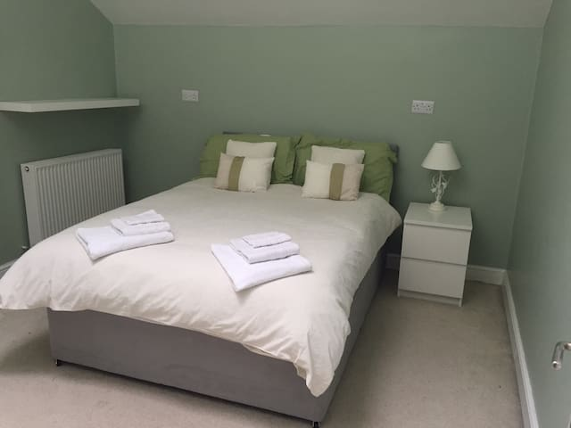 The Cider House rooms-Spacious double bedroom