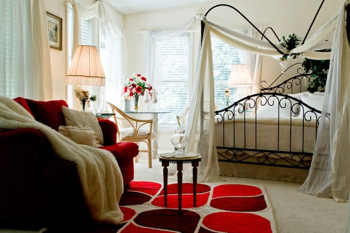 The Tree House Suite - Wildflowers Farm Bed & Breakfast near Land Between the Lakes