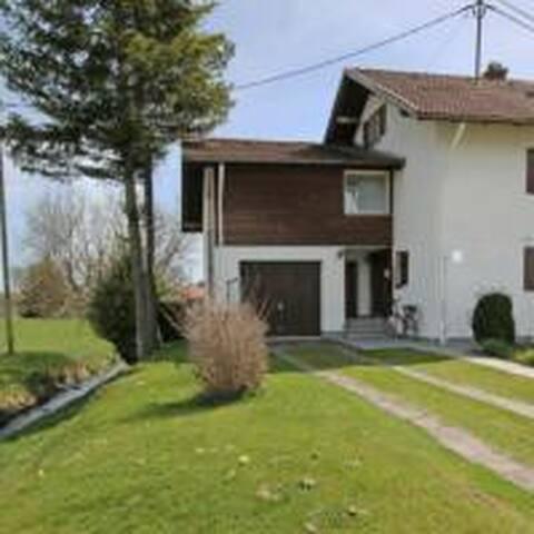 Haus am Bach ausschließlich für Familien..!!