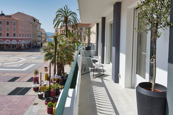F2 refait à neuf balcon centre-ville proche plage