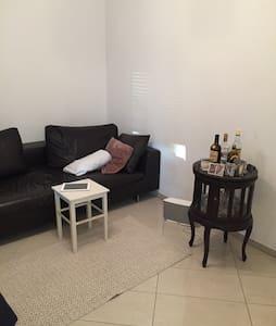 Gemütliche 2-Zimmer Wohnung+Parken - Hilden - Apartament