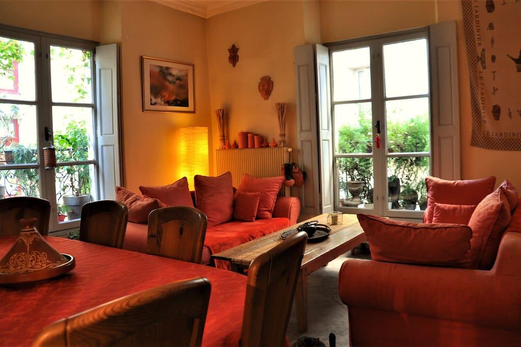 Chambre de caract re au c ur de ville appartements for Chambre de nimes