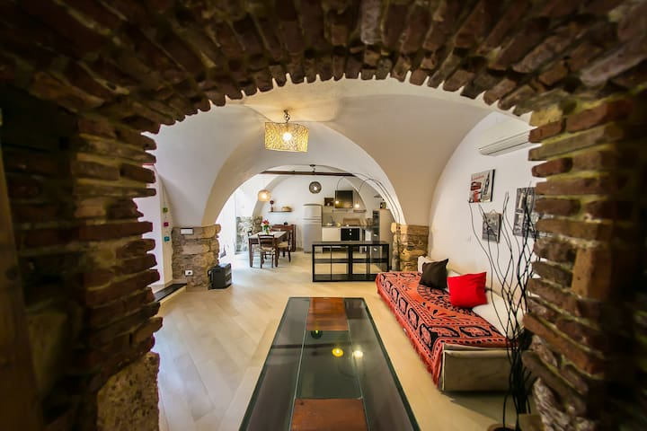 """Stone House """"Finalborgo"""" (codicecitra (Phone number hidden by Airbnb)"""