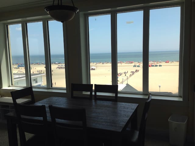 Downtown Condo - Ocean, Boardwalk & Bay Views 3BDR - Ocean City - Condominium