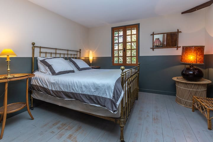 "Le Grand Yote 1810: double room ""Wellington"""