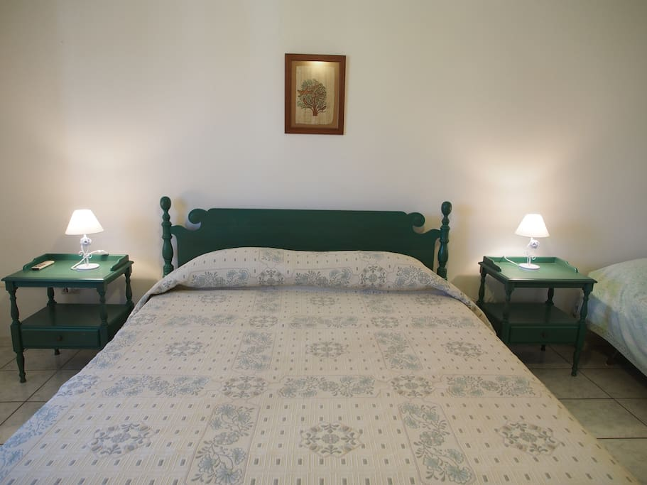 Camera con letto matrimoniale più letto singolo